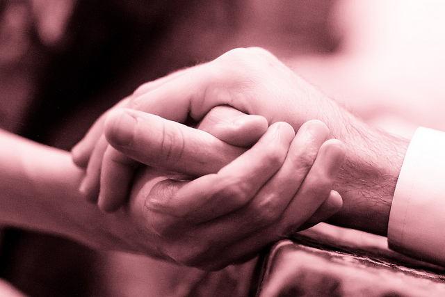 Engaged hands by Kenneth Lu (CC BY 2.0)
